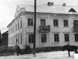 Дом напротив ЦУМа