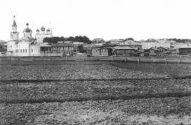 Огороды за городской окраиной