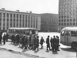 Автобусная остановка на Юбилейной площади