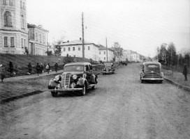 Автомобили на ул. Кирова
