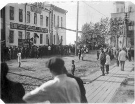 Народные гуляния на ул. Коммунистическая