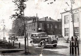 Автомобили на ул. Советской